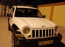 White Jeep Liberty 2007 for sale