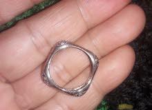 ممكن وبدون زحمة احد يعرف شنو هذا الخاتم