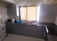 شقة سكنية راقية جدا للايجار شاملة للماء والكهرباء مكونة من غرفتين وحمامين وصالة