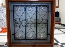 كراج بأربعة أبواب بلا كادر مع جوج سراجم كومبلي زجاج فدريش حديد في حالة جيدة للبيع