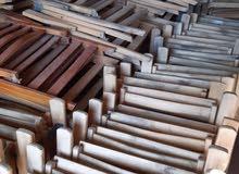 كراسي وطاولات خشب زان قابلة للطي محتاجين طلاء فقط البيع للورش. البضاعة غير مستعم