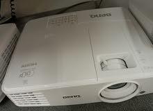 Benq XGA 300 lumens HDMI multimedia projector/جهاز عرض الوسائط المتعددة HDMI XG