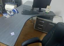 عفش مكتب كامل للبيع + مكتب للايجار بالجاردنز