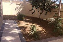 شقة ارضيه فخمه للبيع 200م في خلدا مع حدائق وترسات 270م