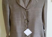 للبيع كمية ملابس نسائية جديدة ماركة TOYPES صناعة اسبانية