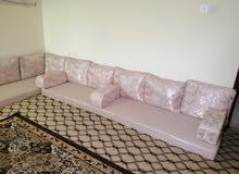 فرش عربي وخزانة وتسريحة مستخدم