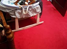 لوازم أطفال سرير طاولة في حالة ممتازة