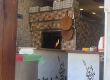 بيع مستعجل مطعم قائم على عمله بيتزا ومناقيش ومعجنات مطل ع البحر على شارع رئيسي