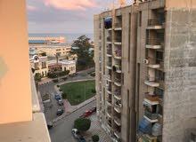 للبيع شقة مساحة 172 متر دور علوى مميز ببرج جديد وموقع راقى ببورفؤاد