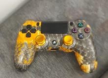يدة PS4 شبه جديده ملونه