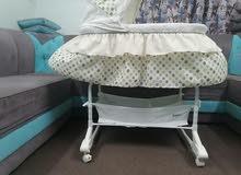 للبيع سرير اطفال بيبي جونيورز متحرك تستطيع التحكم في الارتفاع والانخفاض
