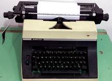 الآلة الكاتبة أو المِرقنة للبيع