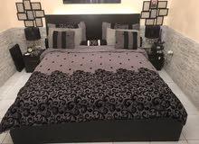 سرير و اثنين كومودينو