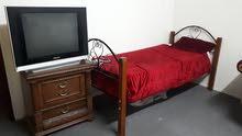للبيع غرفة نوم وطقم كامل ملكي وطاولة طعام وسراير وفريزر