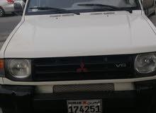 ميتسوبيشي باجيرو موديل 2000 قير عادي للبيع