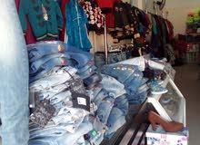 شروة محل ألبسة واحذية جديد