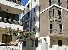 شقة 160متر 3 غرف للبيع بكمبوند أمام مطار القاهرة 2