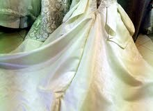 فستان زفاف جوميه جديد للبيع وارد الخارج لونه شامبين والتطريز هاند ميد ومعاه طرحت