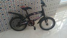 دراجة هوائية سوداء