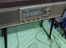 راديو ناشيونال  مع مشغل اسطوانات قديم