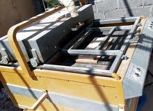 معدات مصنع حجر مع عمال التصنيع والتركيب
