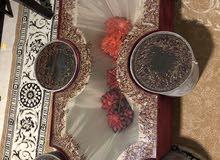 طاولة وسط تفصيل خمري ورمادي