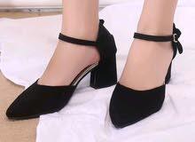حذاء مع كعب مريح