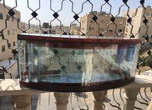 حوض سمك زجاجي شفاف يمتاز بشفافية الزجاج وانعكاس لون القاعدة ضد التكلس والتعفن مع