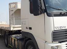 يوجد لدينا شاحنات لنقل البضائع والحاويات