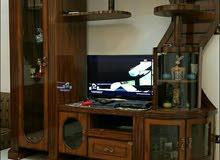 بوفيه حامل شاشة تلفزيون بحالة جيدة جدا للبيع