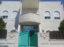 منزل طابقين  طابق الأول عمره عشر سنوات طابق الثاني عمره ثلاث سنوات