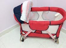 سرير بيبي احمر