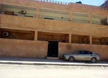 بيت في المهدية  طابقين مقابل مدرسة عقبة بن نافع عى الطريق الفرعي