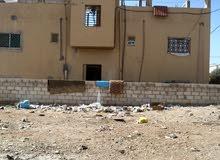 بيت للبيع مادبا قرب المجمع قريب على الخدمات. مكون من ثلاث شقق تسويه شقتين ارضي