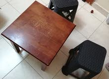 طاولة و كراسي للبيع