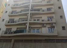 شقة سكنية واسعة مطلة ع البحر بالحيل الشمالية للإيجار مع شهر مجاني  q11