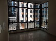 للإيجار غرفتين وصالة تكييف مركزي موثقة بمنطقة المعموره سعر مناسب