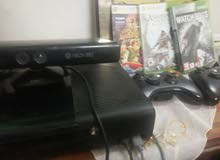 Xbox 360 E super slim  and kinect and 2 controlers