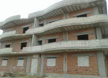 بناء مؤلف من ثلاثة طوابق على العضم