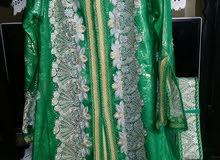 تكشيطة خضراء مرصعة باحجار فضية تم لبسها مرتين