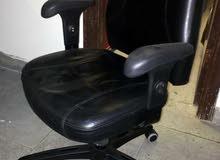 كرسي مكتب اللون اسود