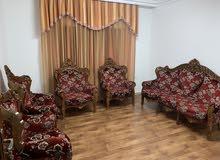 كنب سبع مقاعد ( موديل تركي وقماش تركي)، خشب زان بوضع جيد جدا للبيع
