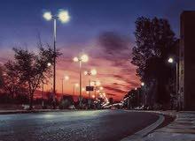 للبيع حي الحسين م/3 شارع مدرسه فتح الشارع العام بيت تجاري طابقين 2 محلات