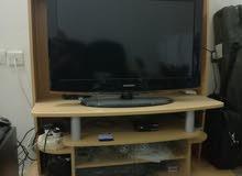 للبيع طاولة تليفزيون نظيفة جدا