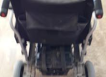كرسي معاقين بعجلة تحكم كهربائي