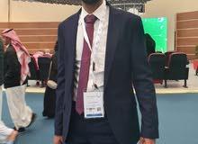 مدير مالي يمني الجنسية خبرة 20 سنة في مجال الادارة المالية