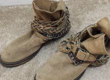 حذاء ماركة مانجو