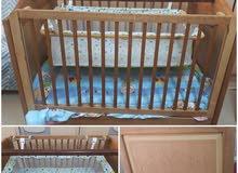 سرير للأطفال مع سرير داخلي للرضع و فرش اسفنج و لحاف مع مخده للإستفسار أستقبل على