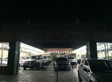 معرض سيارات للبيع