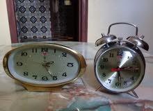 ساعتان ميكانيكية قديمة ونقية  تعملان بشكل جيد